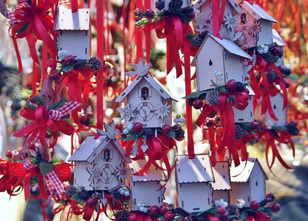 Ce sont des décorations de Noel.